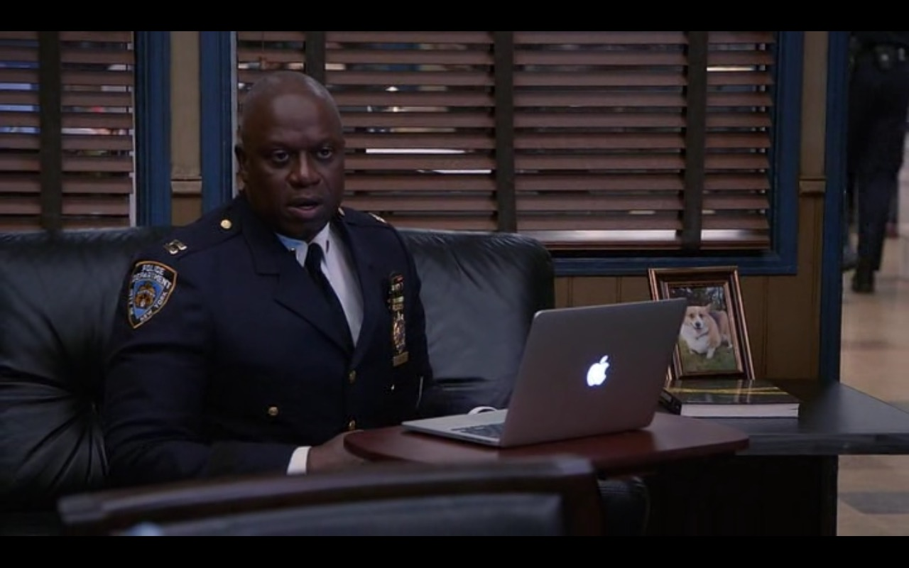 Apple MacBook – Brooklyn Nine-Nine TV Show Product Placement