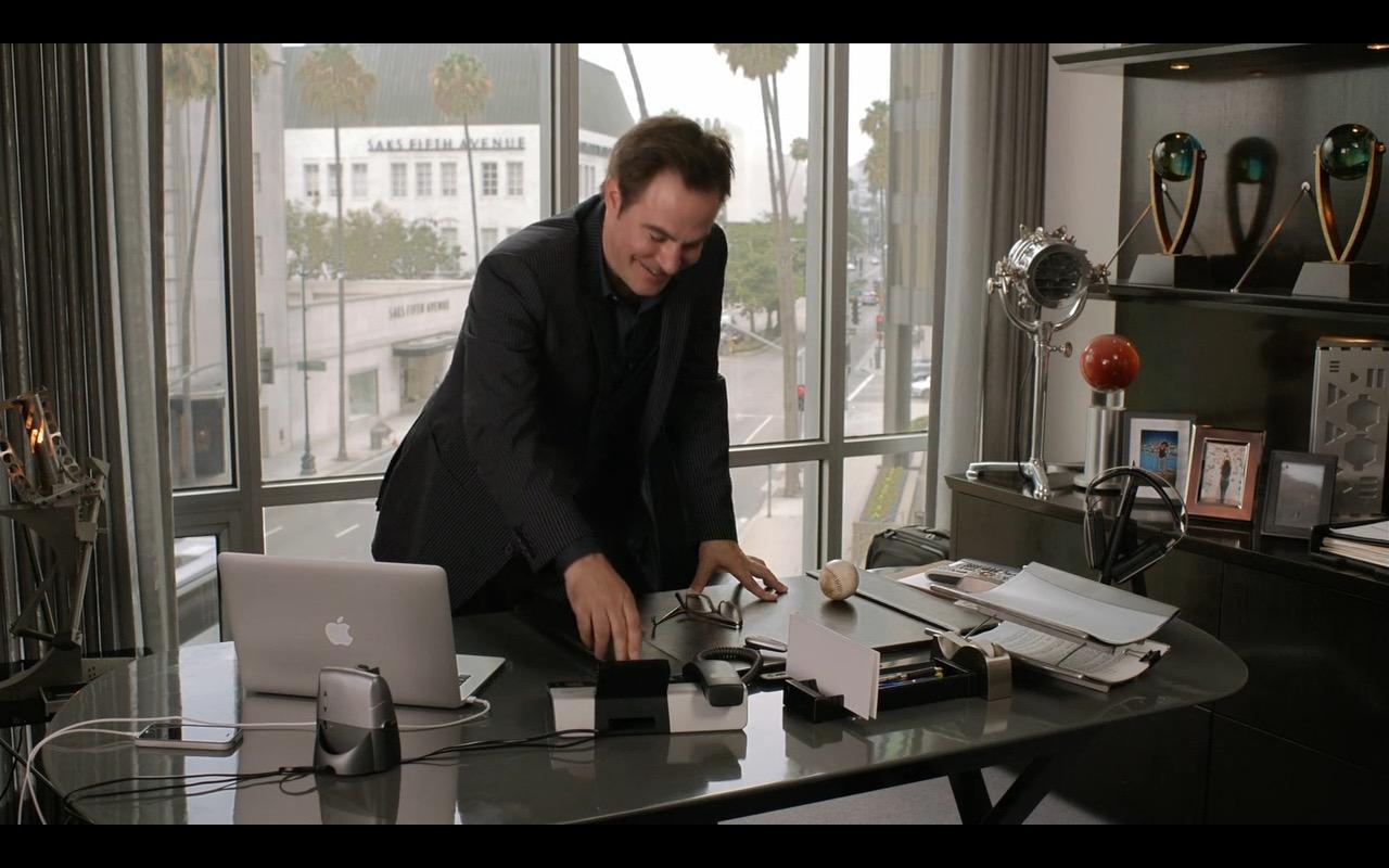 Apple MacBook Pro – Episodes TV Show Product Placement