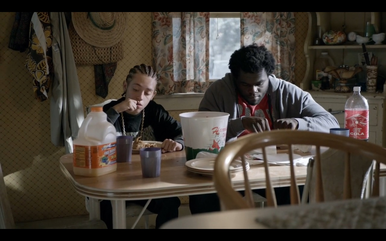 GT Cola and Harold's Chicken Shack – Shameless TV Show Product Placement