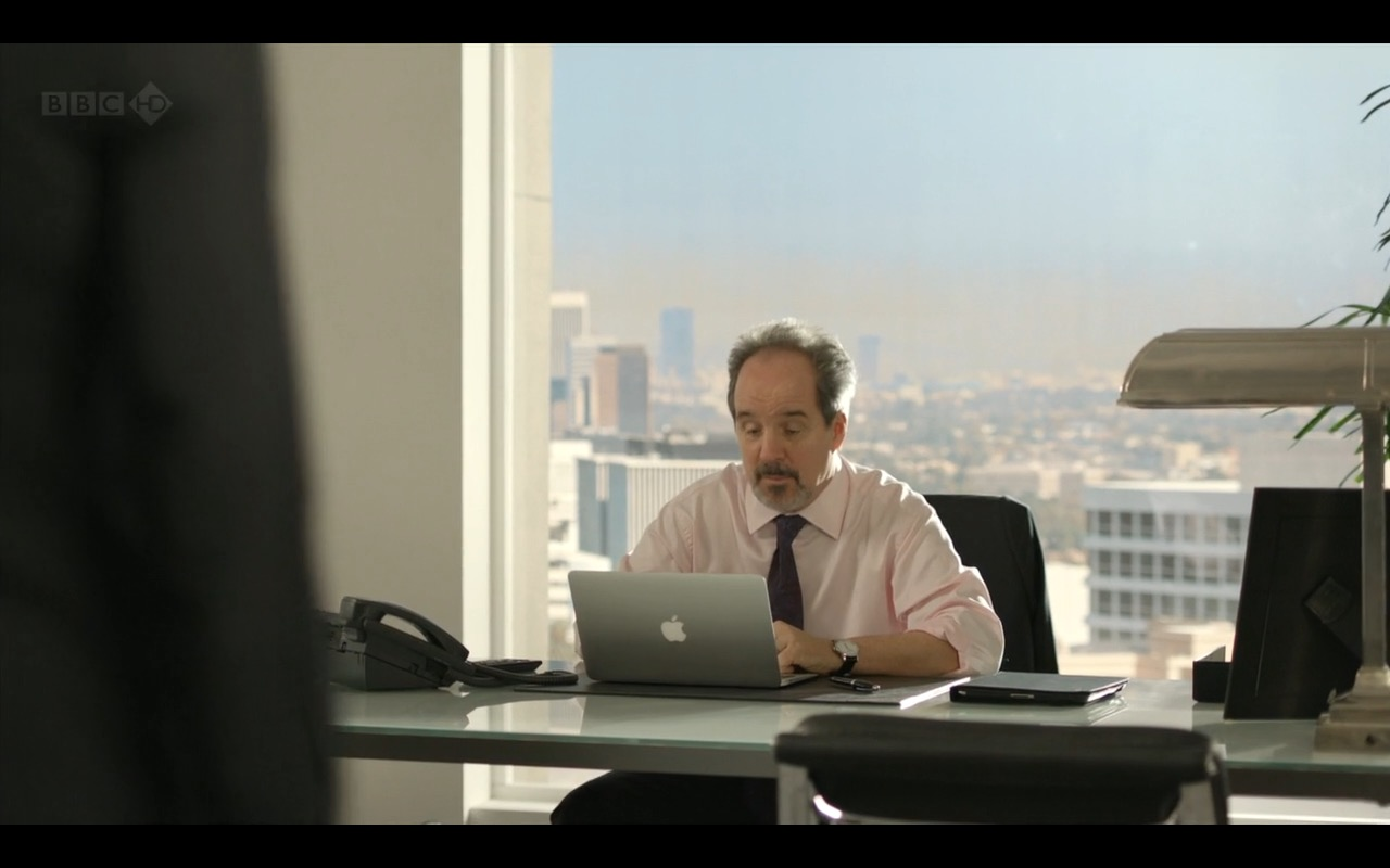 MacBook Air – Episodes TV Show Product Placement