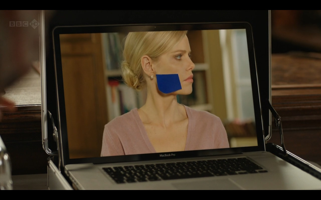 MacBook Pro – Episodes TV Show Product Placement
