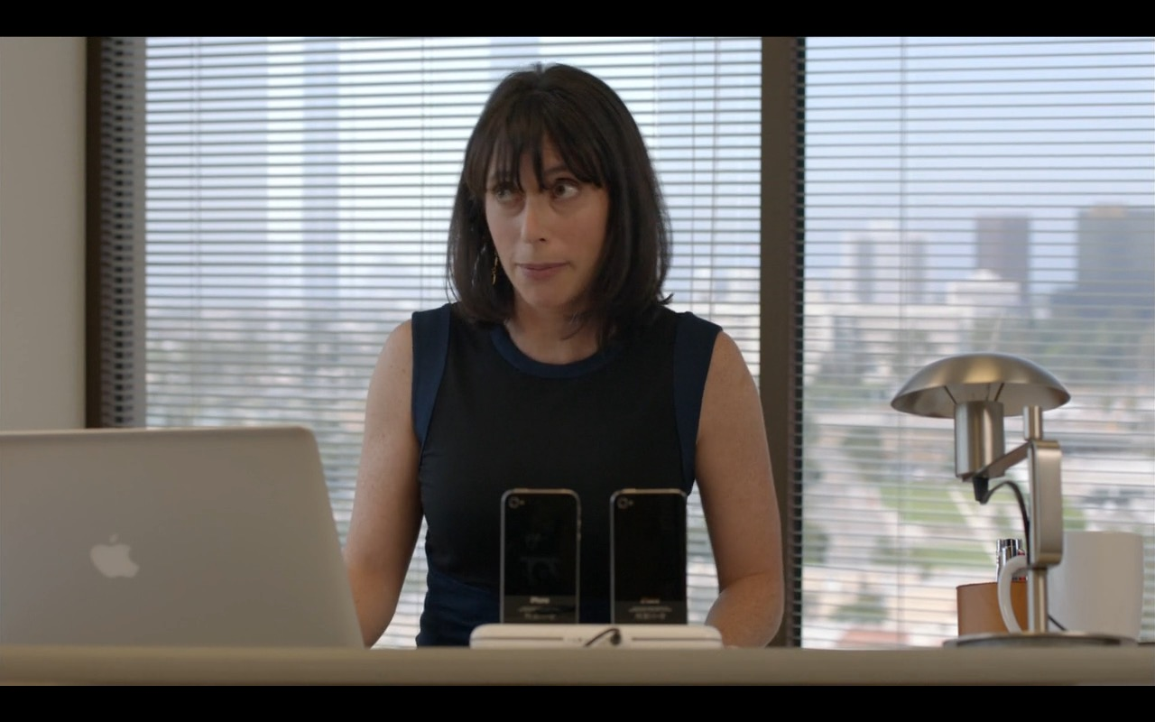 MacBook Pro and iPhone 4/4S - Episodes TV Show Product Placement