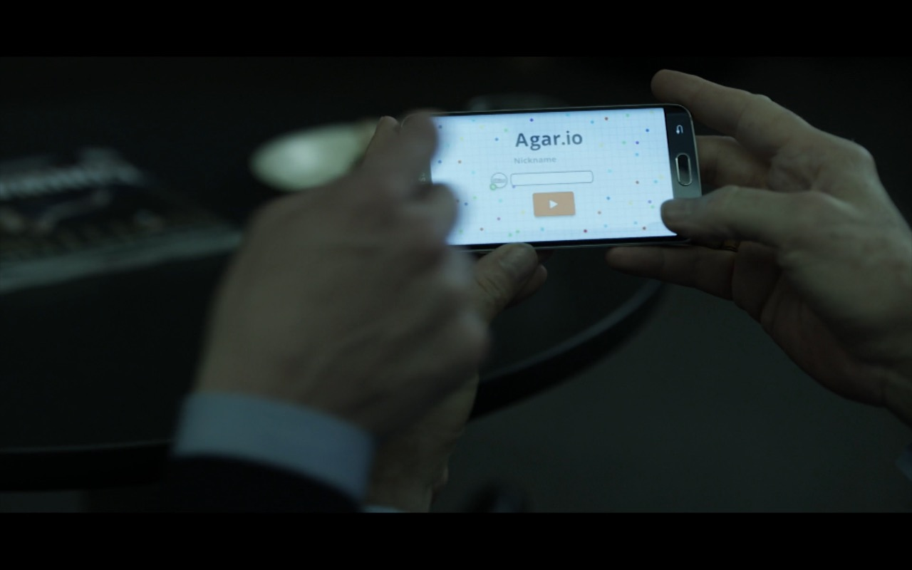 Agar.io Mobile Game and Samsung Galaxy S6 edge in House Of Cards TV Show Product Placement
