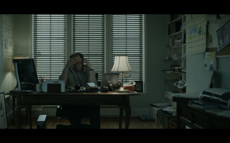 Dell Monitor and Toshiba Notebook - House Of Cards TV Show Product Placement