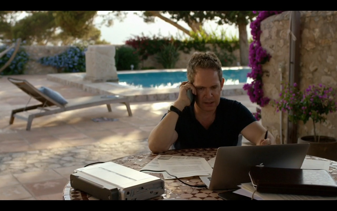 Apple MacBook Pro 15 – The Night Manager TV Show Product Placement