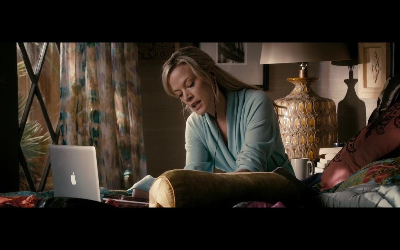 Apple MacBook Pro - The Lincoln Lawyer (2011) - Movie Product Placement