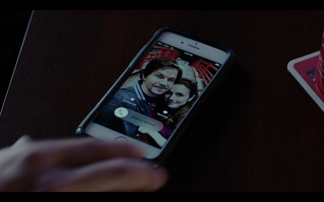 Apple iPhone – Daddy's Home (2015) Movie Product Placement