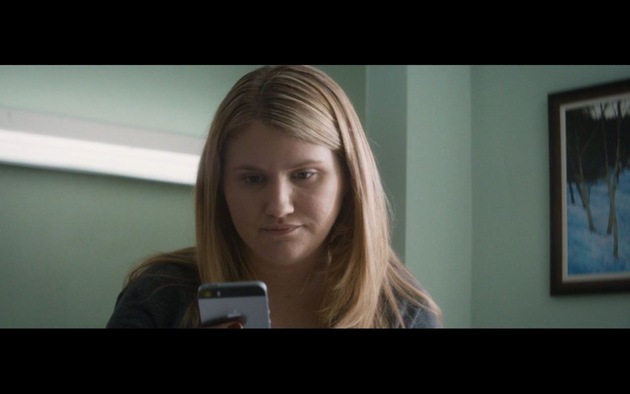 Apple iPhone 5/5s – The Night Before (2015) - Movie Product Placement