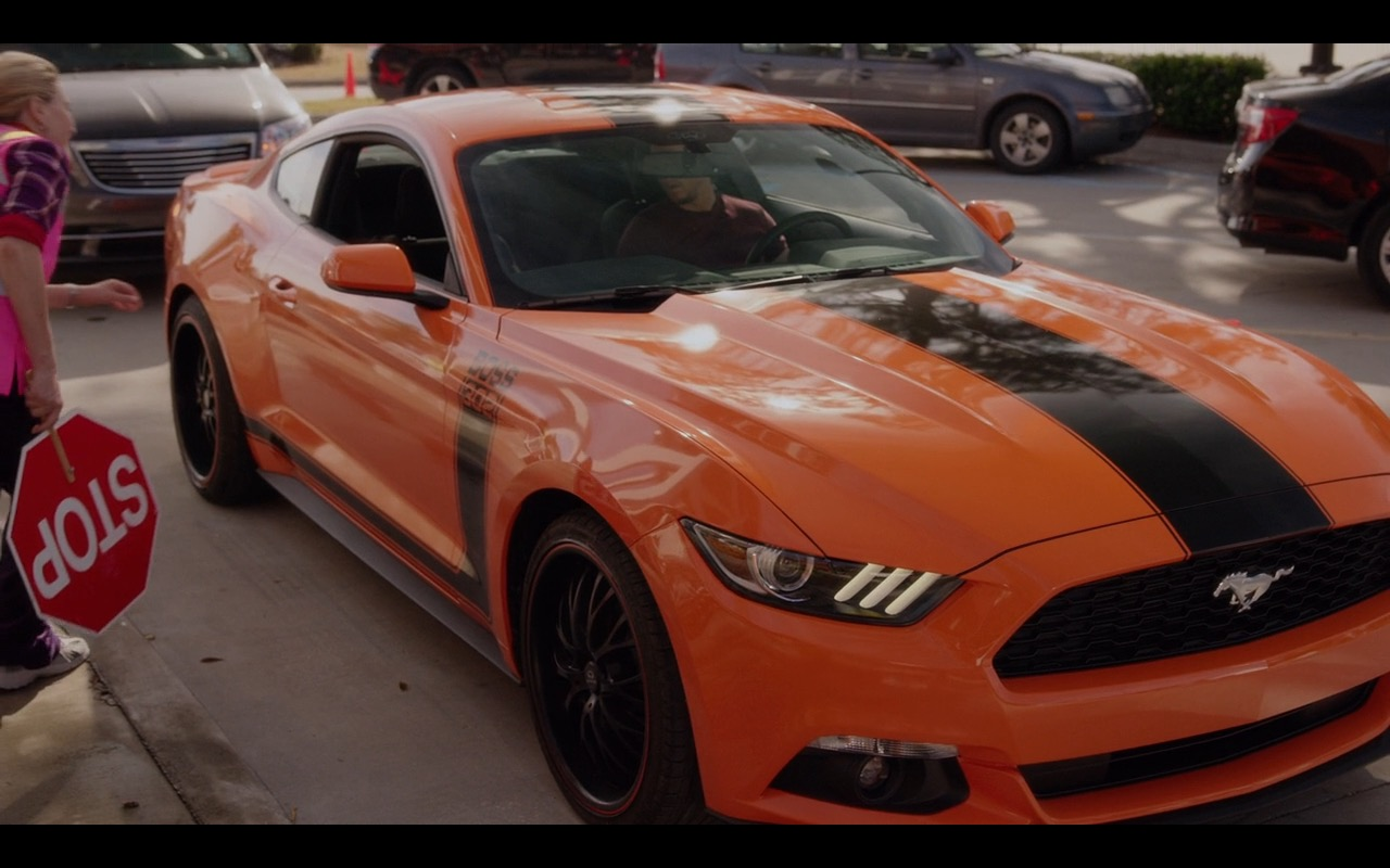 Ford Mustang – Daddy's Home (2015) - Movie Product Placement