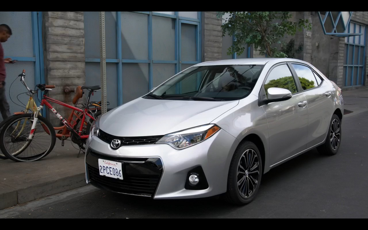 Toyota Corolla - New Girl - TV Show Product Placement