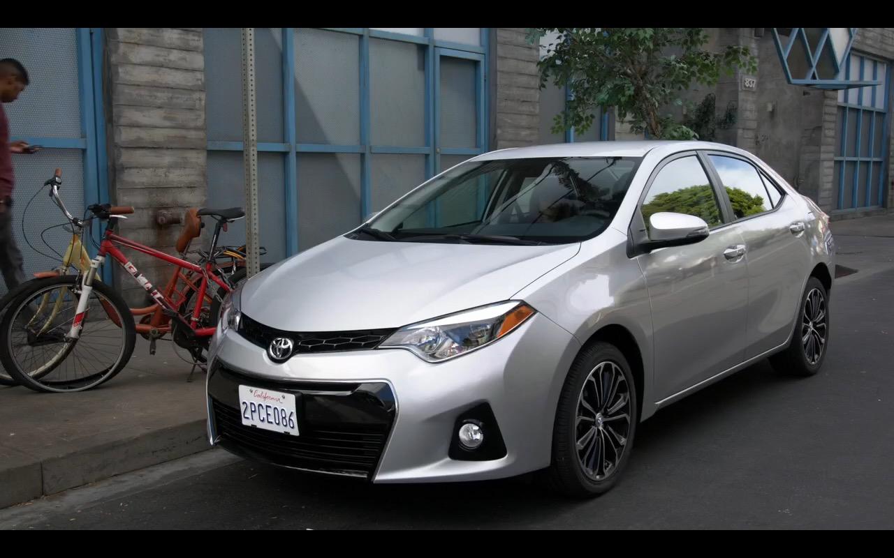 Toyota Corolla - New Girl - Megan Fox (1)