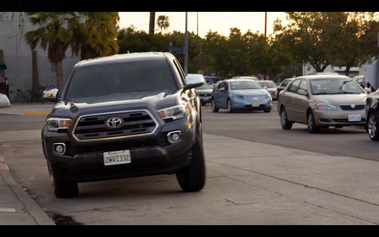 Toyota Tacoma - New Girl TV Series Product Placement (1)