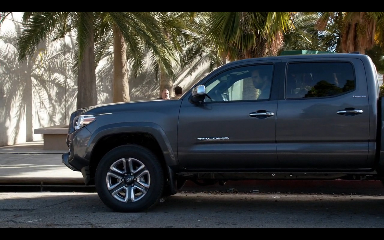 Toyota Tacoma - New Girl TV Series Product Placement (2)