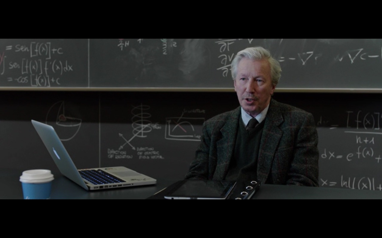 Apple Macbook Pro 15 – The Correspondence (2016) - Movie Product Placement