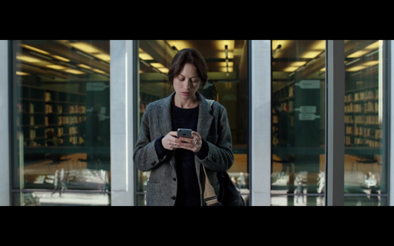 Apple iPhone 6/6s – The Correspondence (2016) - Movie Product Placement