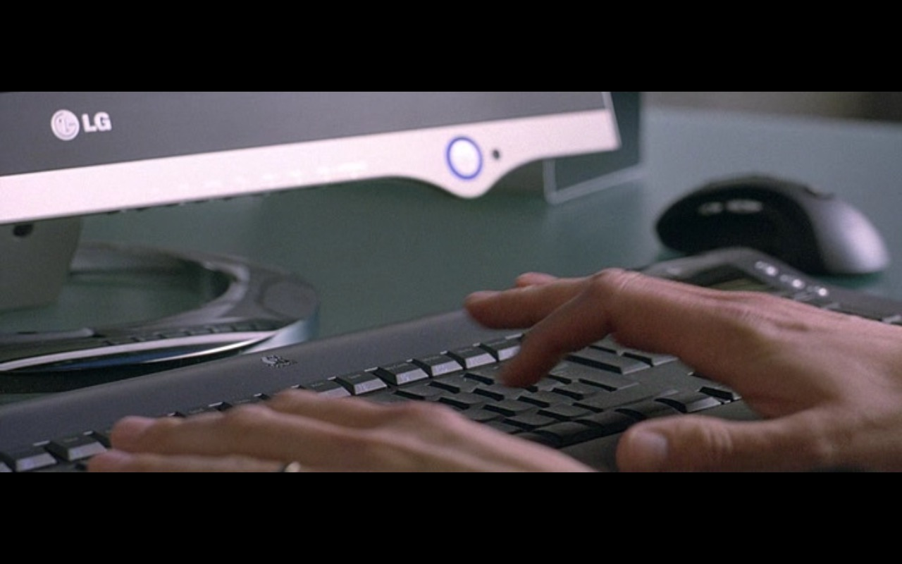 LG Monitor - Derailed (2005) Movie Product Placement