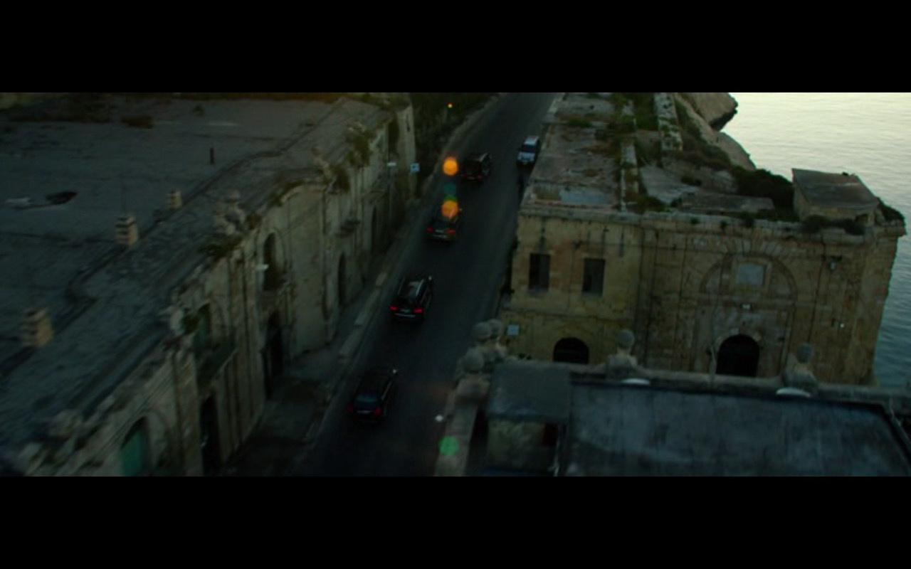 Mercedes-Benz Product Placement – 13 Hours The Secret Soldiers of Benghazi 2016 (5)
