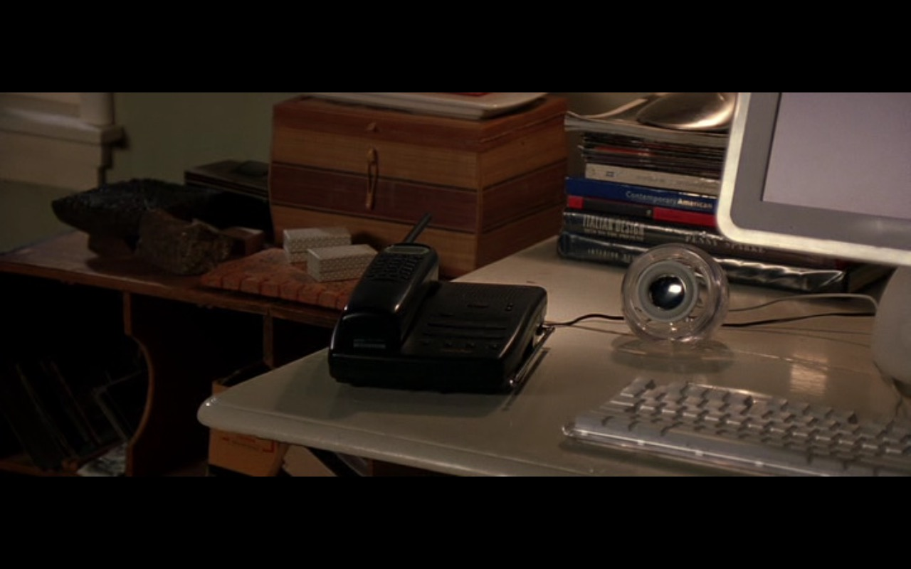 Apple Computer - Without a Paddle (2004) Movie Product Placement