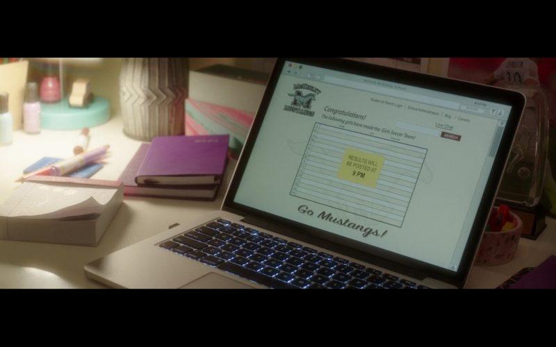 Apple MacBook Pro – Bad Moms (1)