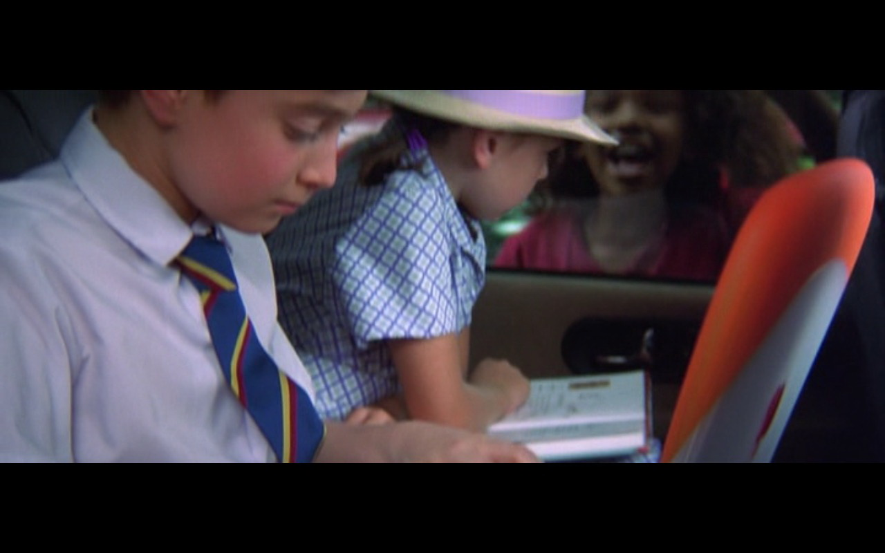 Apple PowerBook - The Tailor of Panama (2001) Movie Product Placement