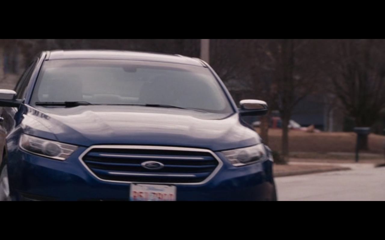 Blue Ford Mondeo - The Accountant (2016) Movie Product Placement