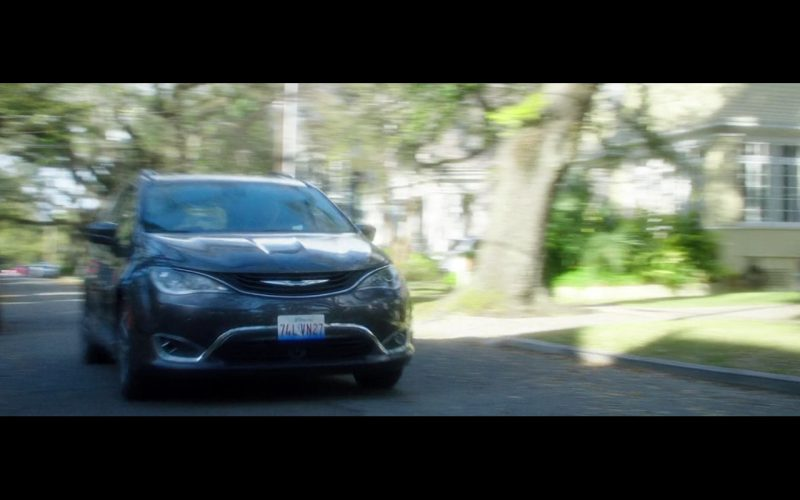 Chrysler Pacifica – Bad Moms (1)