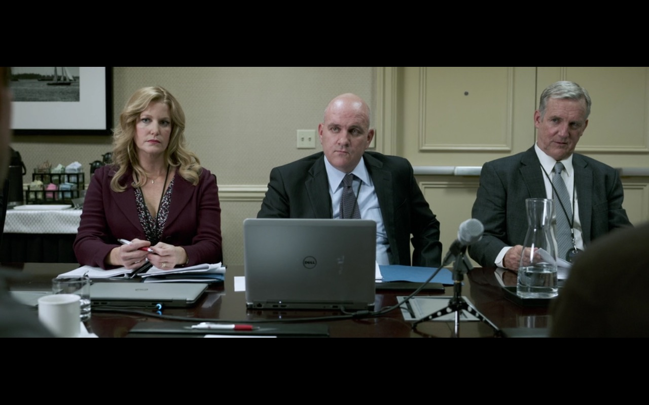 Dell Notebook - Sully (2016) Movie Product Placement