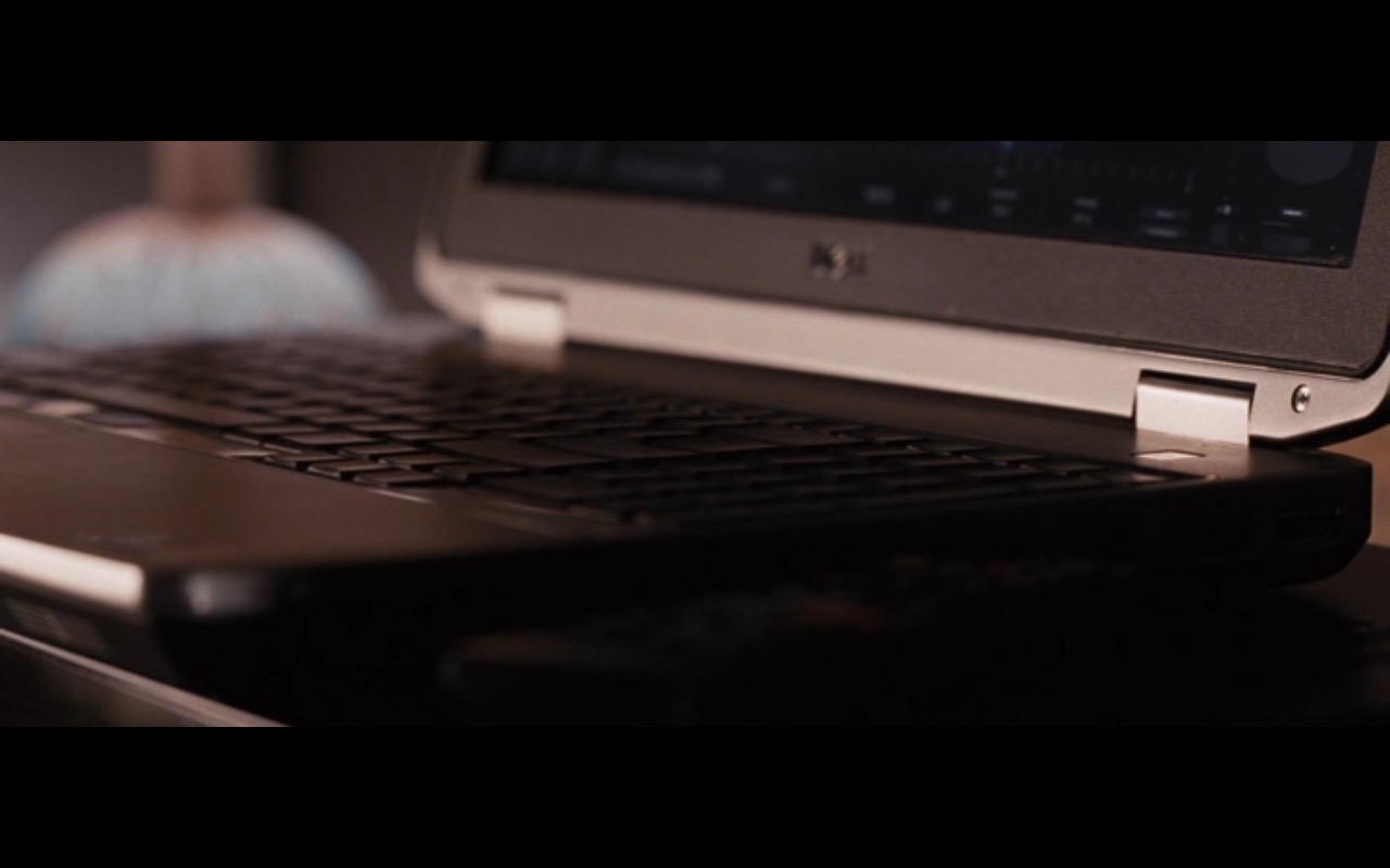 Dell Notebook - The Accountant (2016) Movie Product Placement