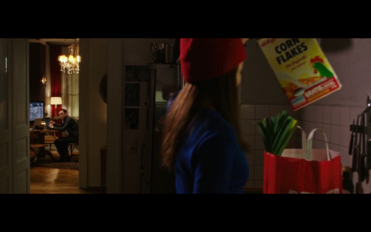 Kellogg's Corn Flakes - Snowden (2016) Movie Product Placement