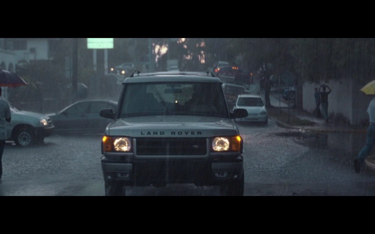 Land Rover Discovery – The Tailor of Panama (2001) Movie Product Placement
