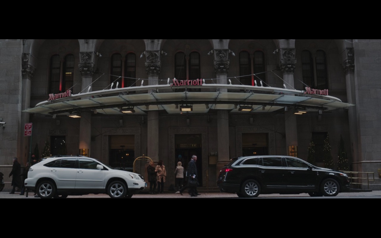 Marriott - Sully (2016) Movie Product Placement