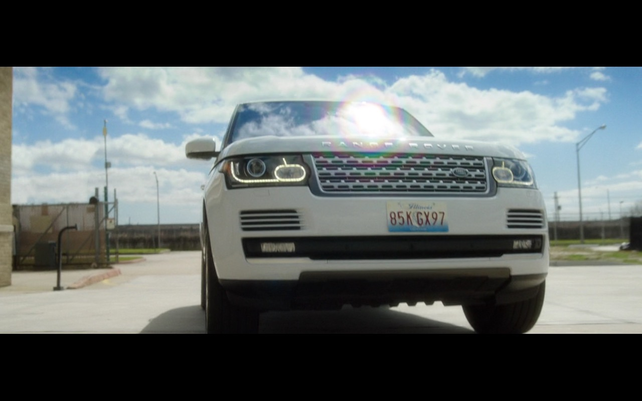 Range Rover Vogue - Bad Moms (2016) Movie Product Placement