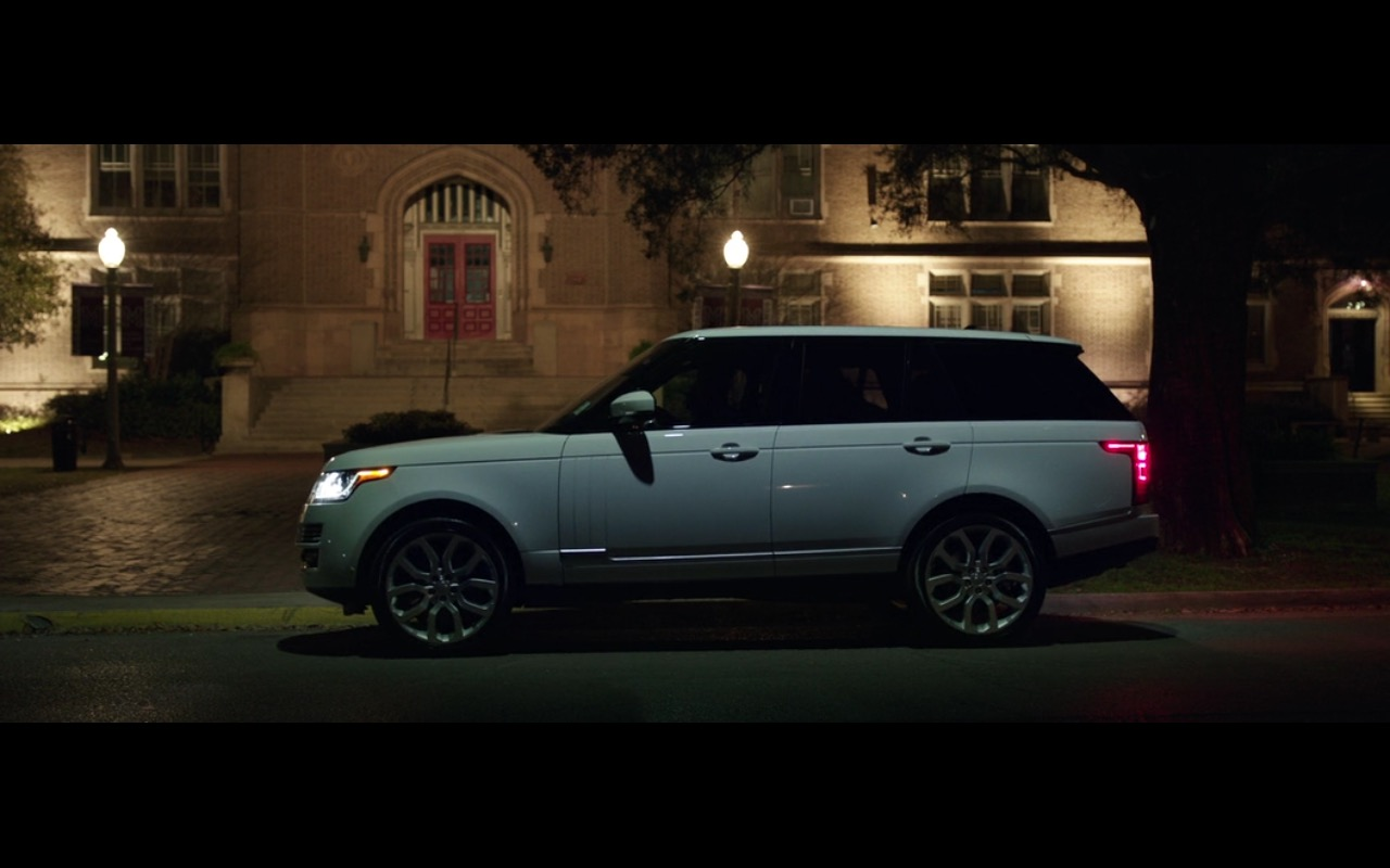 Range Rover Vogue - Bad Moms (2016) - Movie Product Placement