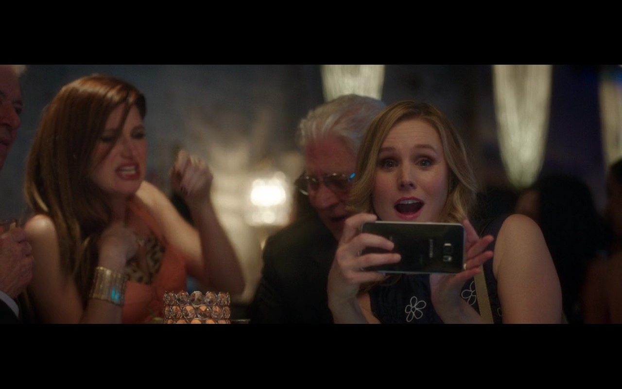 Samsung Smartphone - Bad Moms (2016) Movie Product Placement