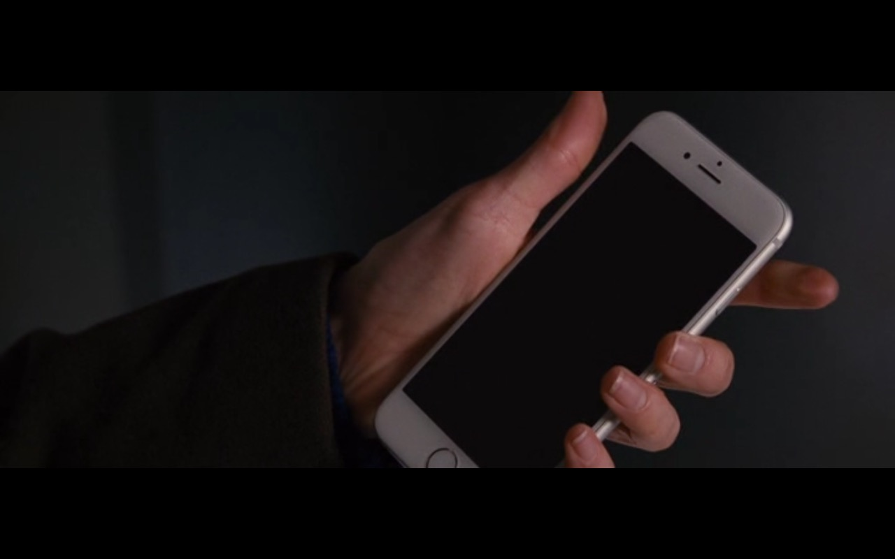 White Apple iPhone 6/6S  – The Accountant (2016) - Movie Product Placement