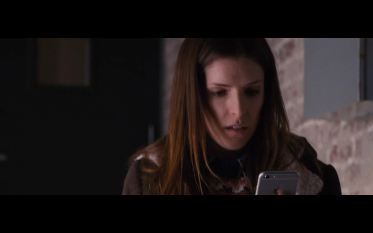 White Apple iPhone 6/6S  – The Accountant (2016) Movie Product Placement