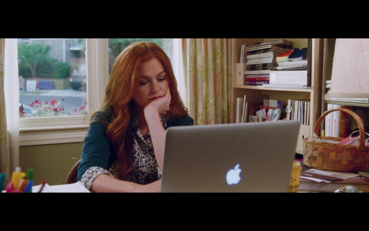 Apple MacBook Pro 15 – Keeping Up with the Joneses (2016) Movie Product Placement
