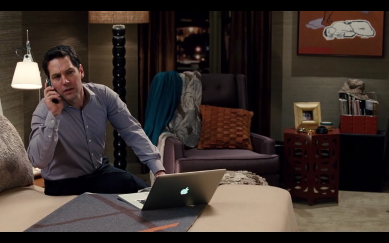 Apple MacBook Pro 15 - Dinner for Schmucks (2010) - Movie Product Placement