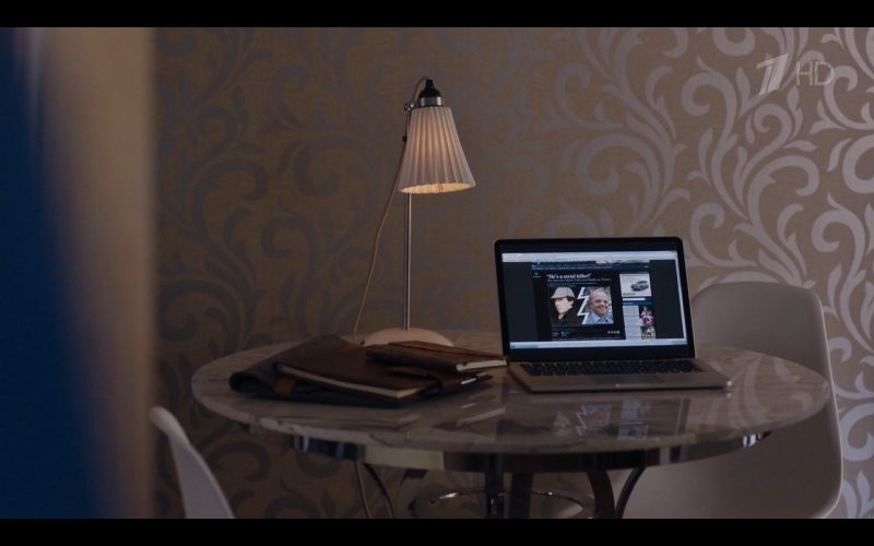 Apple MacBook Pro - Sherlock TV Show Product Placement