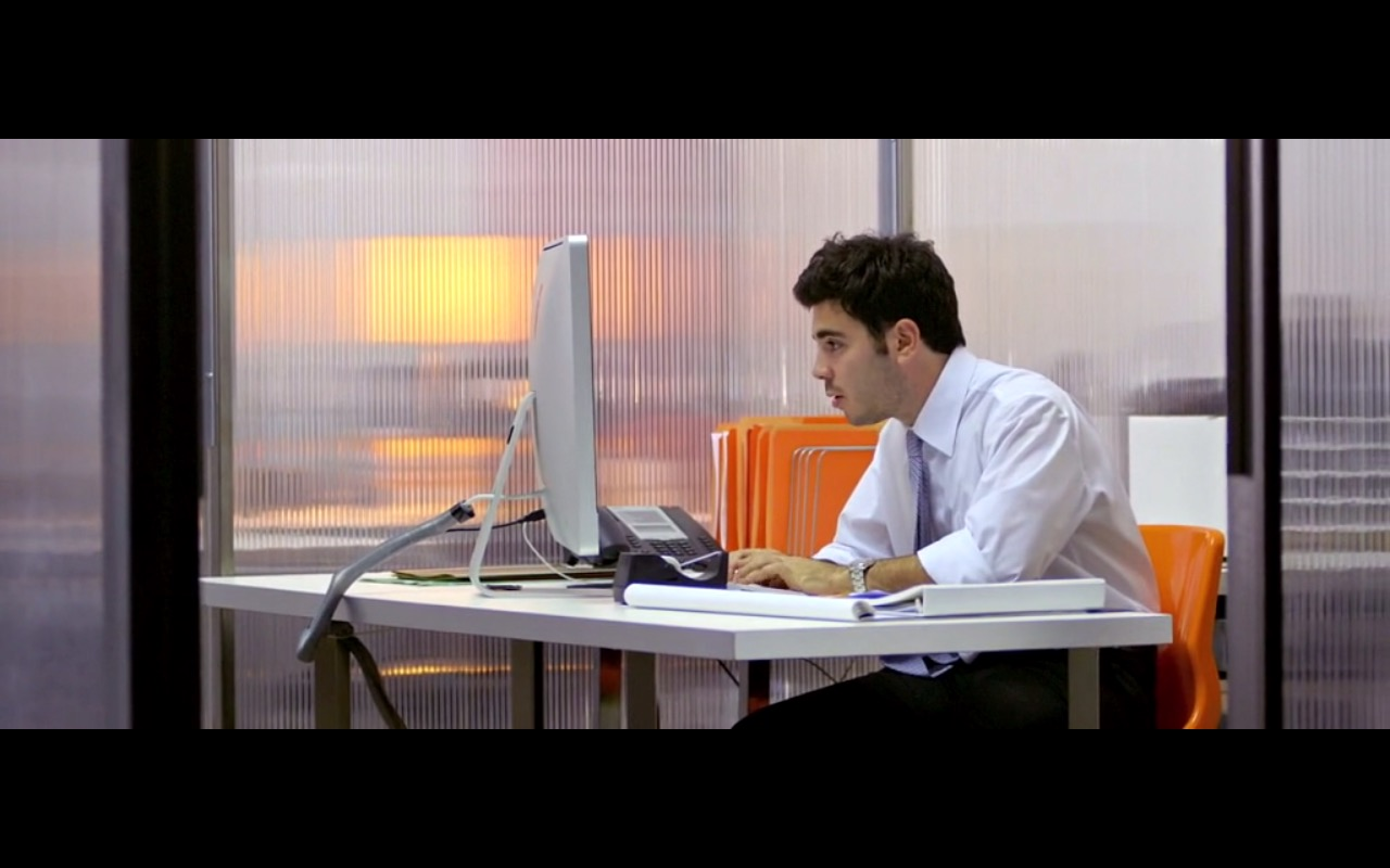 Apple iMac - Temps (2016) Movie Product Placement