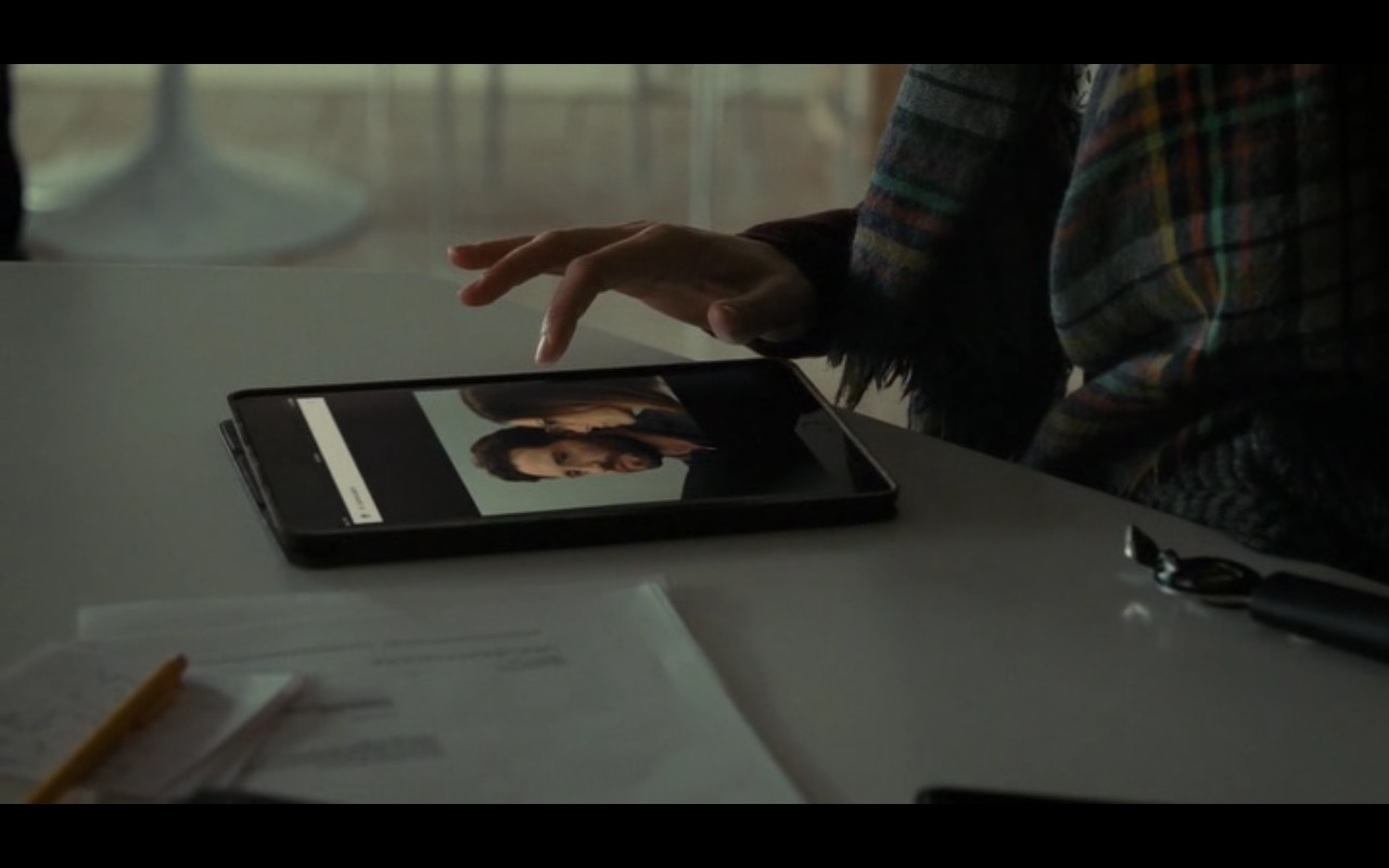 Apple iPad - The Girl on the Train (2016) Movie Product Placement