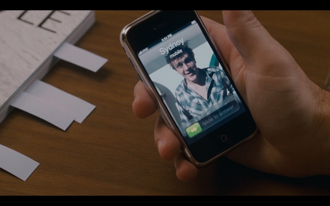 Apple iPhone 2G – I Love You, Man (2009) Movie Product Placement