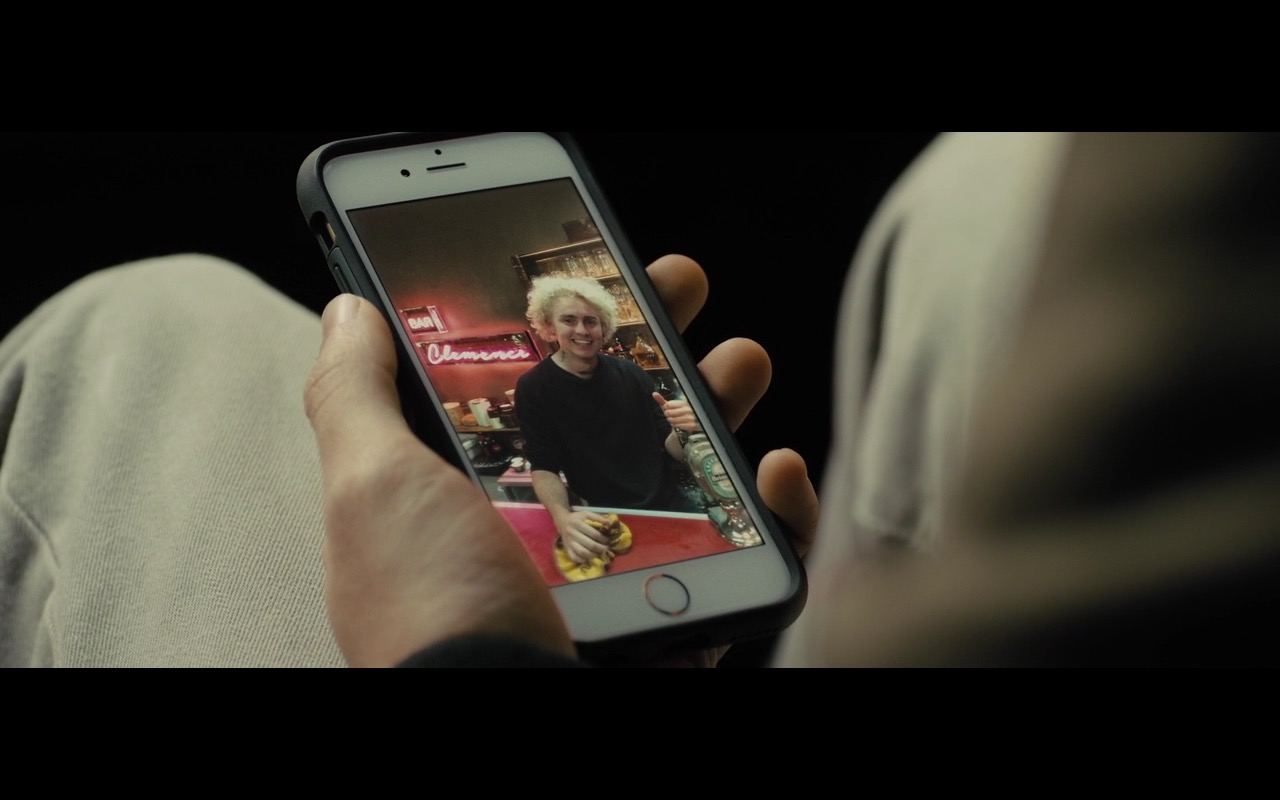 Apple iPhone 6/6s (White)  - Bastille Day (2016) Movie Product Placement