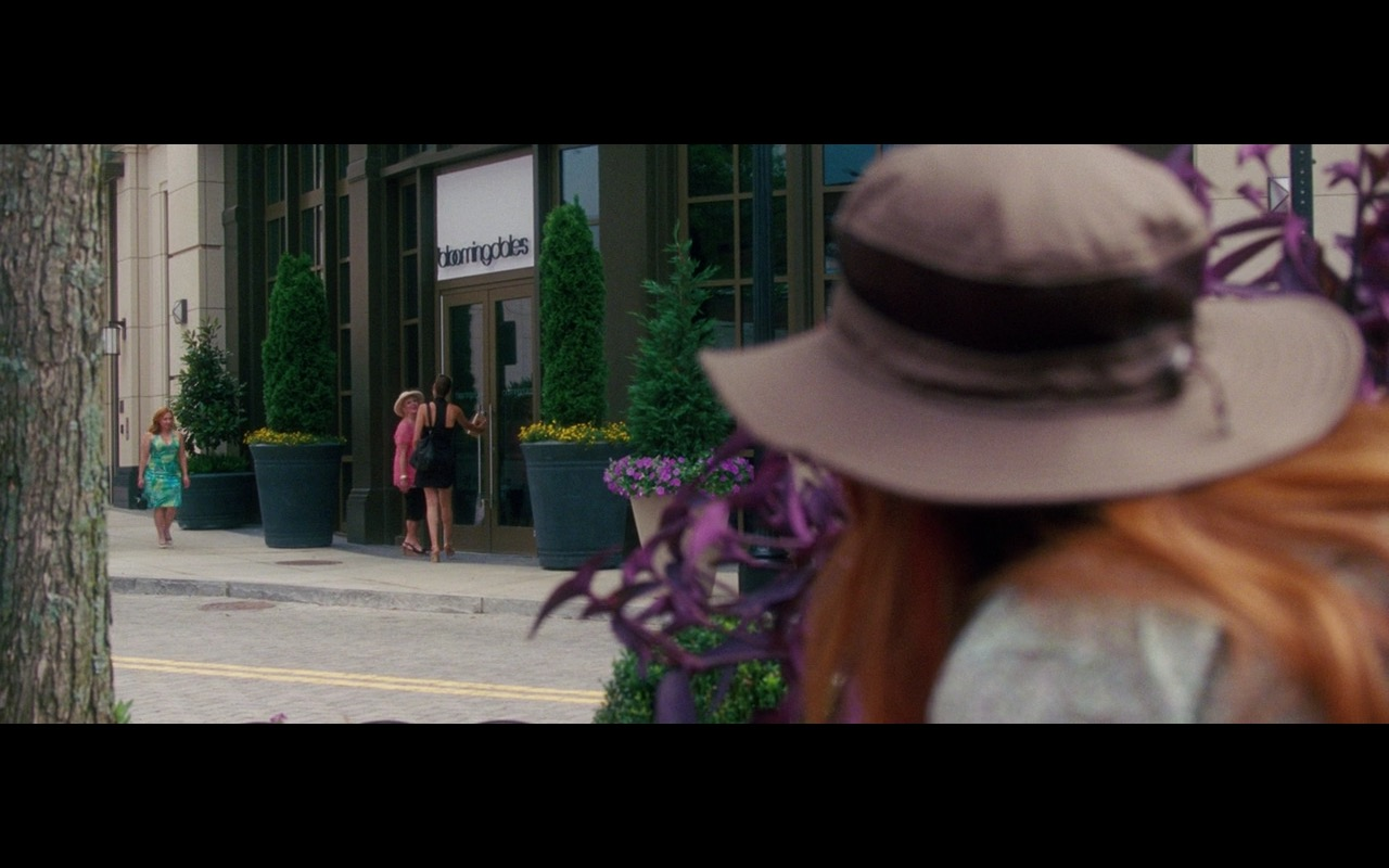 Bloomingdale's - Keeping Up with the Joneses (2016) - Movie Product Placement