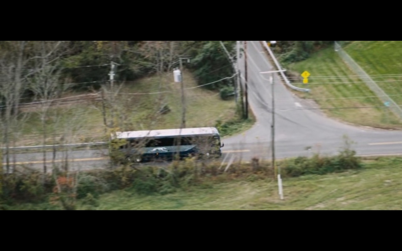 Greyhound Lines – Jack Reacher: Never Go Back (2016) Movie Product Placement