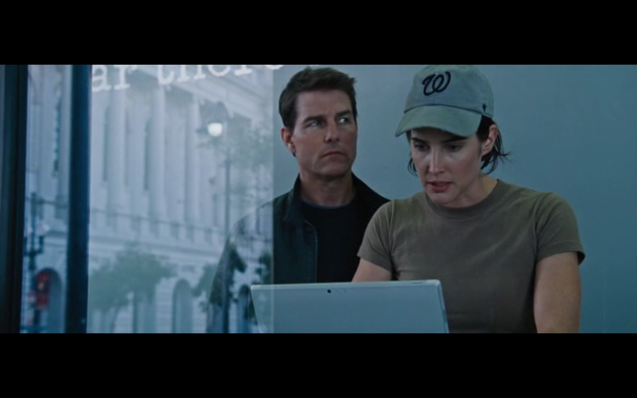 Microsoft Surface – Jack Reacher: Never Go Back (2016) Movie Product Placement