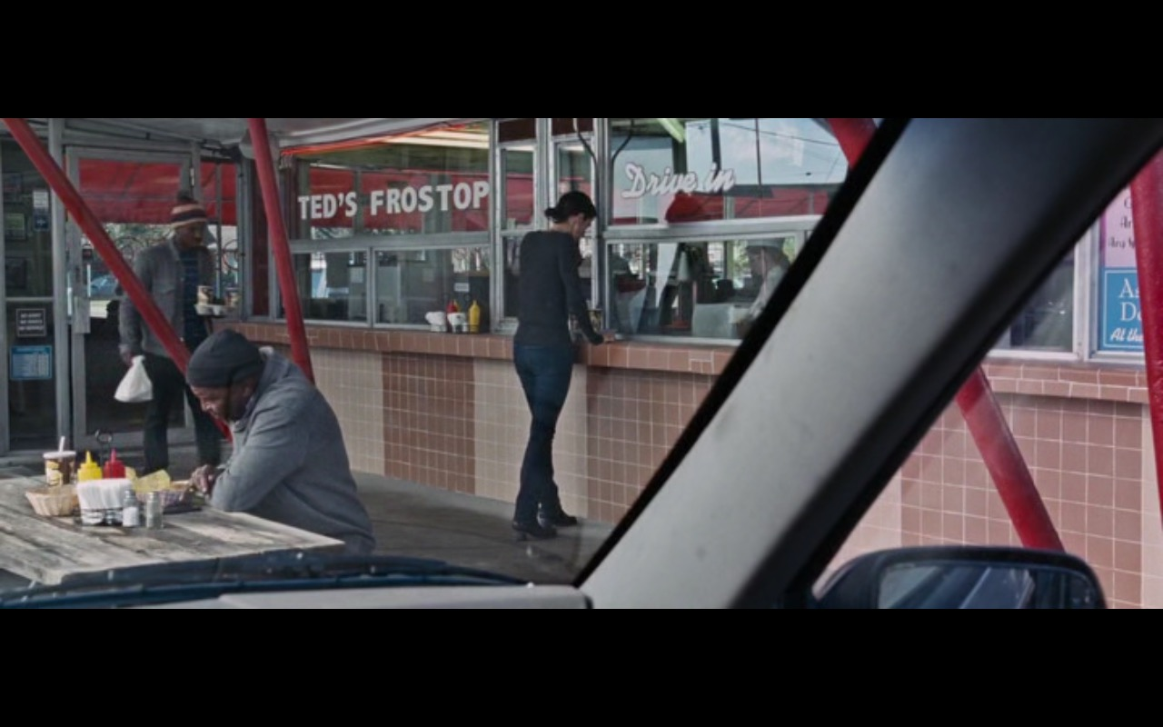Ted's Frostop fast-food drive-in restaurant in Jack Reacher: Never Go Back (2016) Movie Product Placement