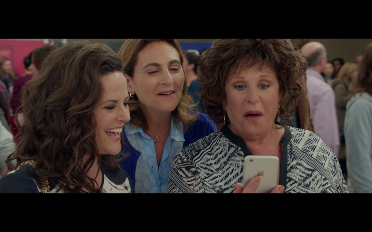 Apple iPhone 6/6s – My Big Fat Greek Wedding 2 (2016) - Movie Product Placement