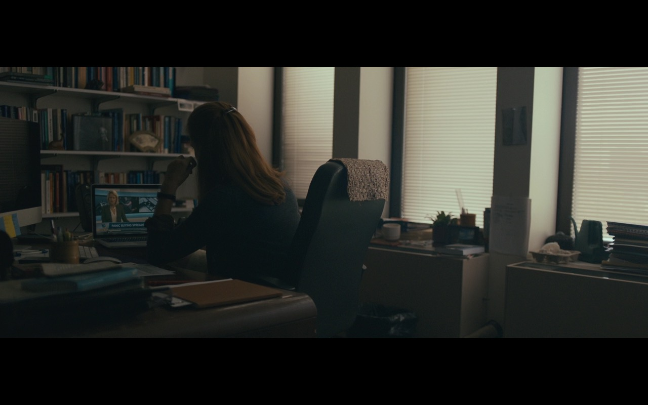 Apple iMac, MacBook And Logitech - Arrival (2016) Movie Product Placement