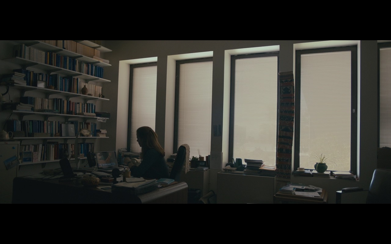 Apple iMac, MacBook And Logitech - Arrival (2016) - Movie Product Placement